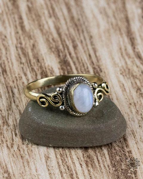 Ring Oda Oval   Mondstein